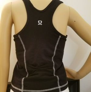 Lululemon black tank top w/ bra